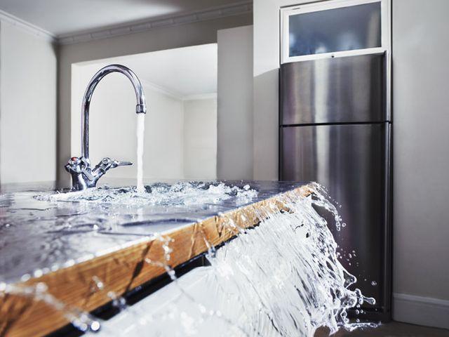 Что делать, если вас затопили соседи? Составлять акт о затоплении конечно!